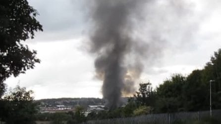 Esplosioni e poi l'incendio: paura tra gli abitanti di Dewsbury