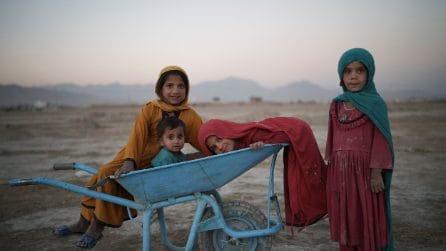 Afghanistan, le immagini da Kabul a un mese dalla presa dei talebani