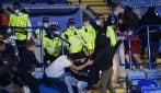 Scontri tra i tifosi di Leicester e Napoli sugli spalti in Europa League