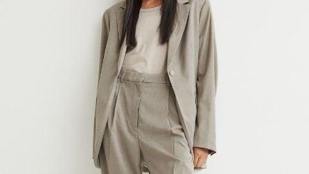 I pantaloni larghi e con la piega, must-have dell'Autunno 2021
