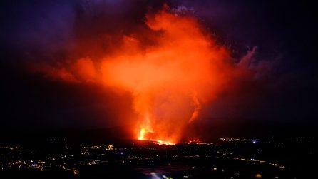 La Palma, ancora eruzioni del vulcano: la lava distrugge decine di case
