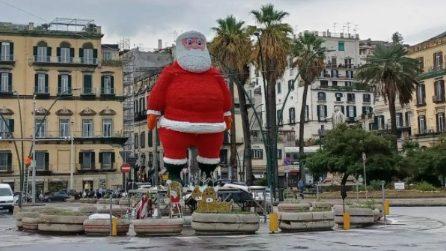 È il 5 ottobre e a Napoli c'è già Babbo Natale