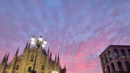 Alba mozzafiato a Milano: la città si sveglia con il cielo dipinto di rosso
