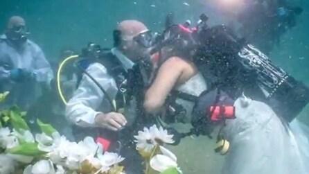 Coppia si sposa sott'acqua a largo della costa di Fort Lauderdale, in Florida