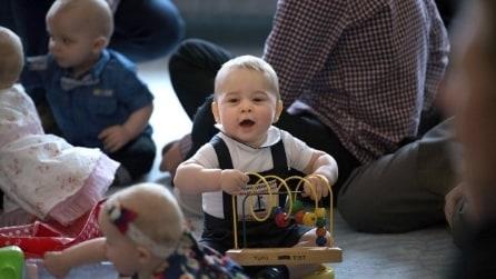 Primo impegno ufficiale per il principe George: gioca con bimbi neozelandesi