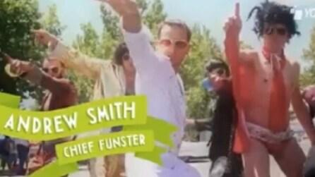 Pagato per divertirsi e girare il mondo: è il lavoro di Andrew Smith