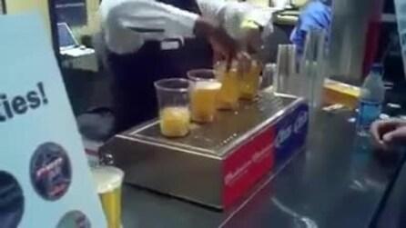 Il bicchiere si riempie dal basso: ecco l'ultimo spillatore di birra