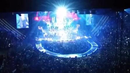 Robbie Williams canta Angels a Torino