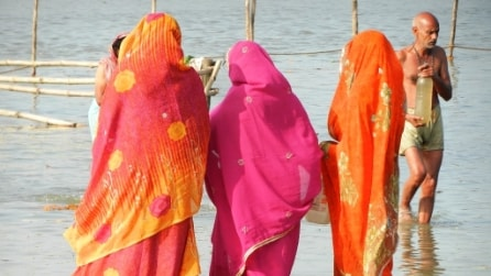 Seta cinese e telai elettrici cancellano i sari di Varanasi