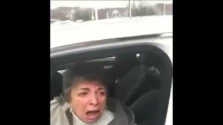 Regala alla mamma 70enne una Mercedes, la sua incredibile reazione
