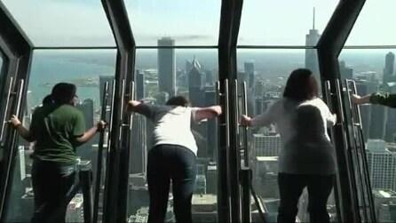 Ammirare Chicago da una cabina di vetro, sospesi a 1000m d'altezza