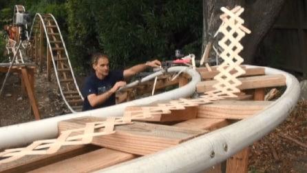 Spettacolare effetto domino di stecchini sulle montagne russe