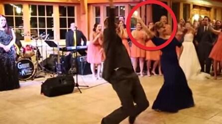 La suocera ruba la scena alla sposa: Thriller e Gangnam Style al matrimonio
