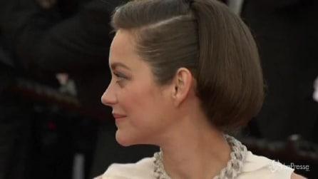 Cannes, Marion Cotillard con abito di riciclo sul red carpet