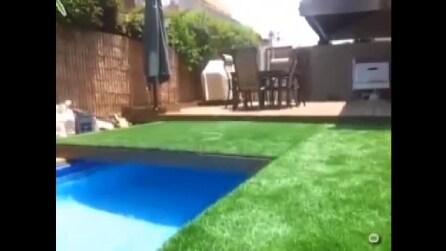 Ecco la piscina segreta di James Bond: nascosta sotto il prato