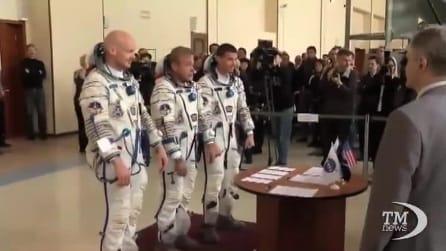 L'equipaggio della stazione spaziale internazionale è di nuovo al completo