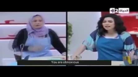 Lite in diretta tv in un programma di cucina: l'accusa sfocia in rissa tra ospite e presentatrice