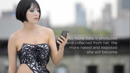 X.pose - il vestito che diventa trasparente con i tweet