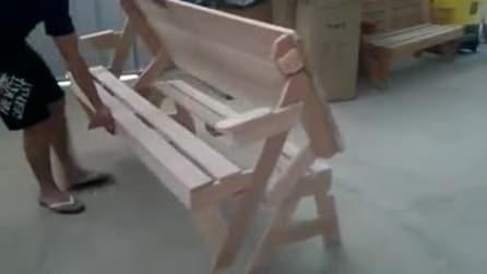 La panchina che diventa un tavolo da picnic