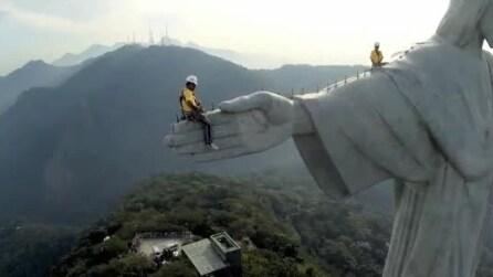 Il restauro del Cristo Redentore che domina Rio, immagini mozzafiato