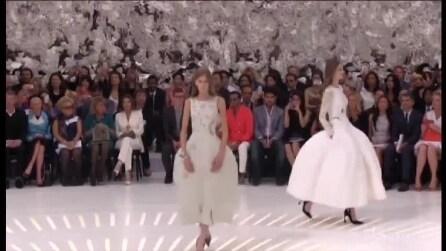 Dior sfila a Parigi, in prima fila Marion Cotillard e Charlize Theron
