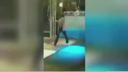 Distrugge la pista da ballo ponendo così fine al party