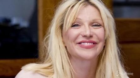 Courtney Love compie 50 anni: sorridente e rinnovata dopo anni di dipendenze