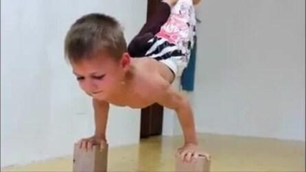 Ecco il più piccolo campione di ginnastica al mondo