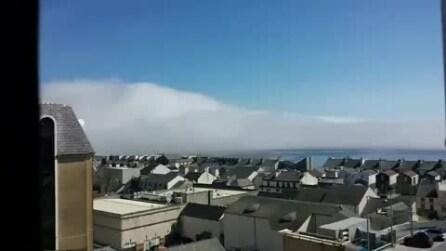 Isle of Man, la nebbia circonda la città di Douglas