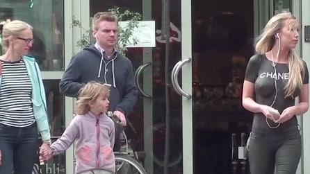 In giro in topless a Copenaghen, ecco le reazioni delle persone