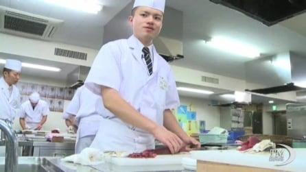 Ecco come si fa il sushi: aspiranti chef a lezione