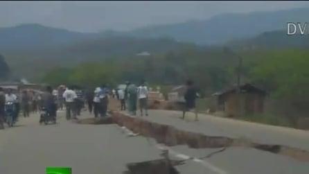 Terremoto in Birmania, 6.8 magnitudo: le strade si spaccano