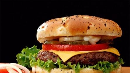 La breve vita di un hamburger, ecco cosa si prova