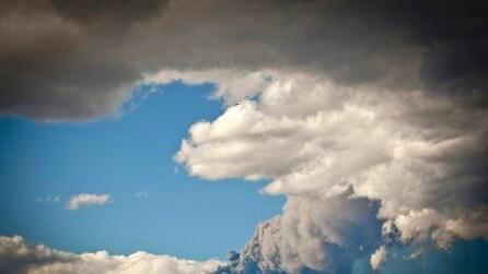 Eruzione lampo dell'Etna, boati e colonne di fumo
