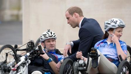 Il Principe William visita i mutilati di guerra