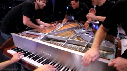 Il modo più spettacolare possibile di suonare un pianoforte, ecco l'esibizione da brividi