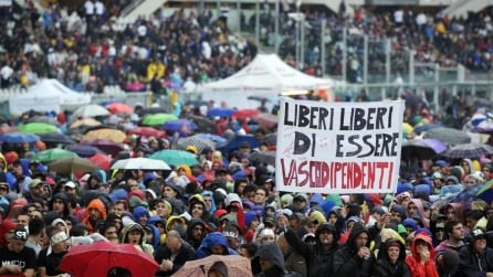 """Vasco canta """"Come Stai"""" allo Stadio Olimpico di Torino 2013"""