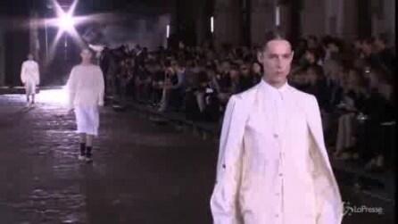 La collezione uomo di Alexander McQueen sfila a Londra
