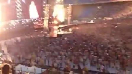 """Jovanotti canta """"Mezzogiorno"""" e """"La mia moto"""" durante il concerto di Milano"""