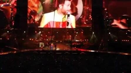 "Jovanotti canta live ""Serenata rap"" a Milano"