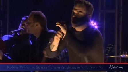 """Robbie Williams: """"Se mia figlia si drogherà, io lo farò con lei"""""""