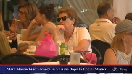 Mara Maionchi in vacanza in Versilia