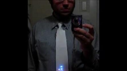 La cravatta al led per giocare a Tetris