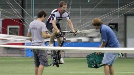 Il gigantesco drone alimentato da una bicicletta
