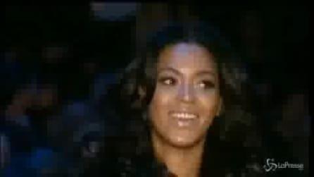 Beyoncé taglia i suoi lunghi capelli