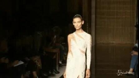 La bellezza femminile trionfa con Julien Macdonald a Londra