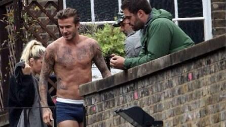 David Beckham in slip sui tetti delle case di Londra