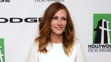 Julia Roberts vamp sul red carpet e mamma casual di giorno