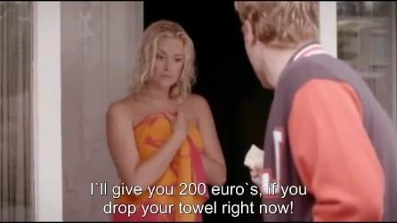 """La proposta che non ti aspetti """"Ti do 200 euro se lasci cadere l'asciugamano... """""""