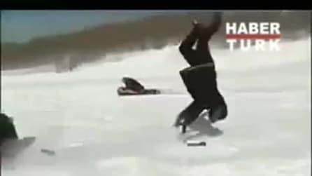 Reporter travolto sulla pista da neve